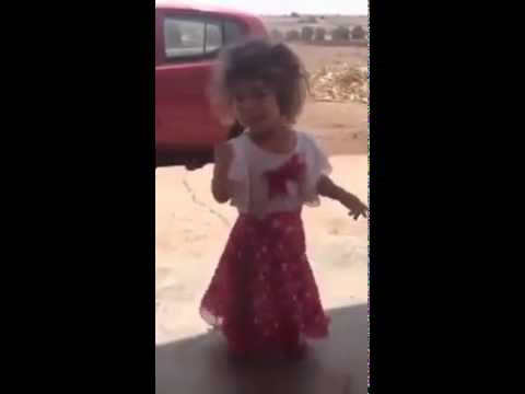 فتاة صغيرة تغني الشعبي المغربي بطريقة إحترافية