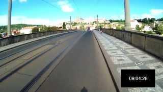Test rychlosti dopravy na elektrokole v Praze