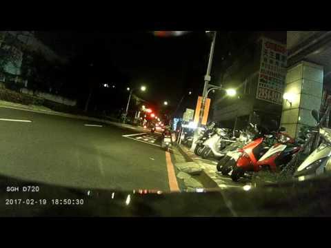 新北市板橋區民生路騎士遭垃圾擊落