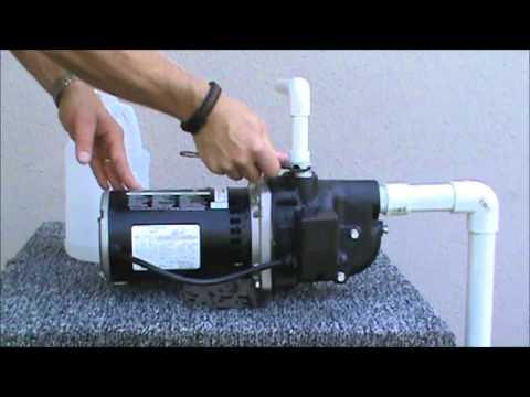 Wayne Shallow Well Jet Pump with 8.5-Gallon Pressure Tank - 1/2 HP, 288 GPH, Model# JSU50 8.5FX