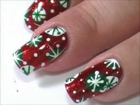 nail art natalizia con fiocchi di neve