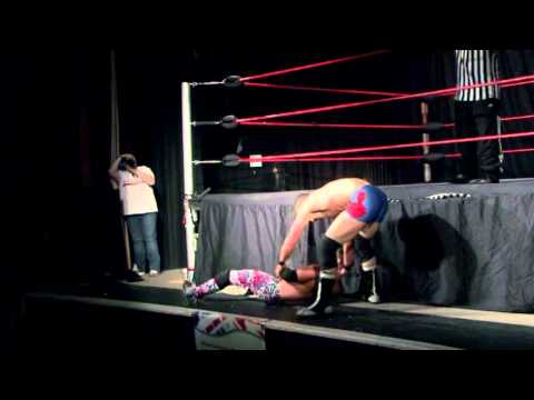 'Playboy' Johnny Midnight Vs 'Dangerous' Danny Debris