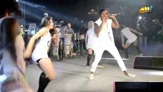 Artista: Léo Santana Música: Bota o Bumbum Dela no Pagodão Evento: Baile da Santinha Local: Salvador Bahia Gravação: Coro Filmes LINK DO CD -http://www.suamu...