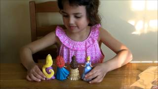 Disney Princesses Magic Clip Fashion Set.  See how easy it is for a 4 year old!