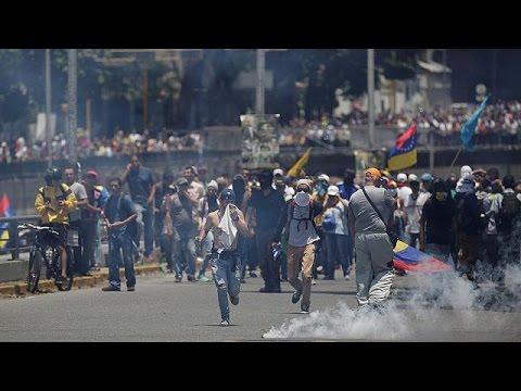 Μαζικές διαδηλώσεις και συγκρούσεις στη Βενεζουέλα