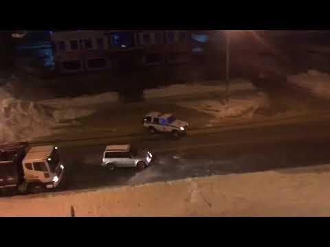 Снегокоп: попытка полиции задержать угонщика снежками попала на видео