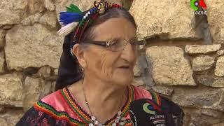 Portrait de Na kheloudja :  une dame de 87 ans, écrivaine et doyenne du tapis d'Aït Hichem