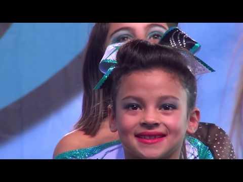 Peyton & Mackenzie Posadas Cheer Extreme (видео)