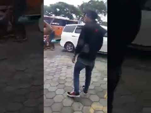 Video Sadis, Preman berambut Merah di keroyok warga download in MP3, 3GP, MP4, WEBM, AVI, FLV January 2017