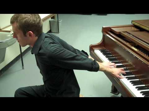 Backwards piano player (as seen on Ellen!)