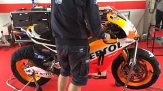 Video Moto GP 2013 Honda RC213V Marc Márquez車の エンジンスタート MP3, 3GP, MP4, WEBM, AVI, FLV Juni 2018