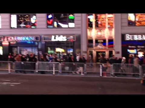 Giants win Superbowl – Time Square reaction