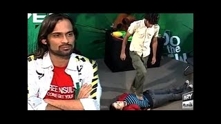 Video Waqar Zaka Larki Ko Diya Aesa Dare Shayd Hi Koi Larki Kar Pai - Living On The Edge MP3, 3GP, MP4, WEBM, AVI, FLV Januari 2019