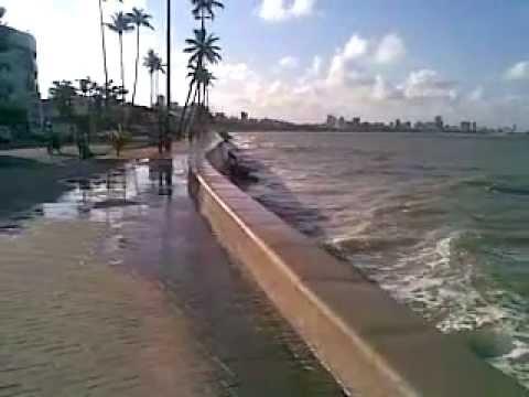 Ressaca violenta na praia de Manaíra em  João Pessoa- PB deixa todos admirados 01