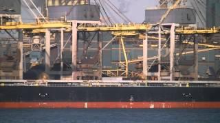 Timelapse - De Hubert Fedry lost ijzererts bij Tata Steel IJmuiden 10-11-'14