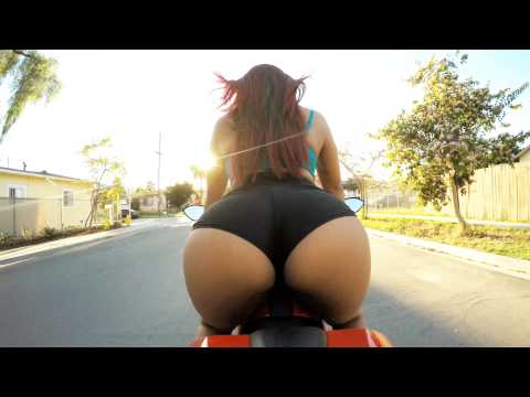 Bombshell Risks Her Life To Twerk On Motorcycle :3