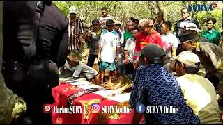 Video POLISI SUKA MELUCU KOK T3MBAK DIRI? - Suasana Pemakaman Bripka Teguh Dwiyatno MP3, 3GP, MP4, WEBM, AVI, FLV Desember 2017