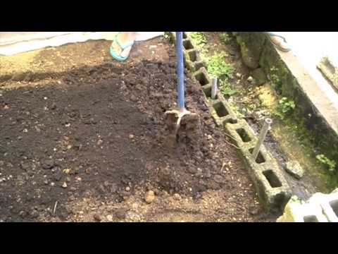 Ecological farming in the Philippines (bed preparation)