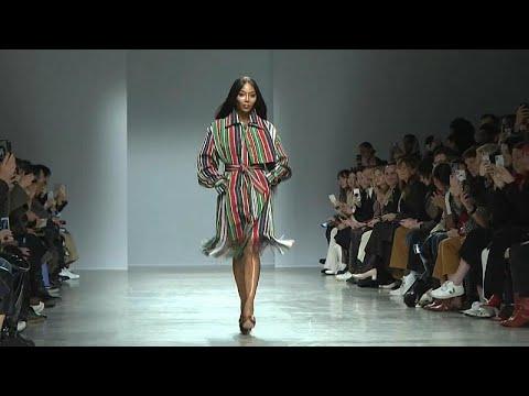 Ντεφιλέ του Κένεθ Ιζέ στην εβδομάδα μόδας στο Παρίσι