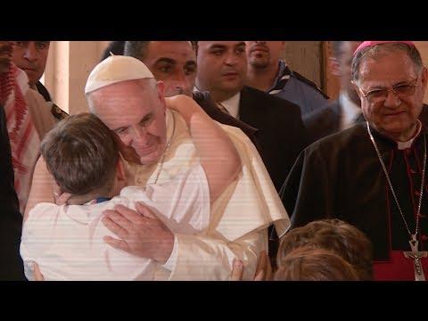 البابا يلتقي اللاجئين السوريين في الأردن