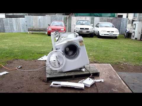 如果把一塊金屬丟進洗衣機會發生什麼事? 你會發現你的洗衣機...它起乩啦!
