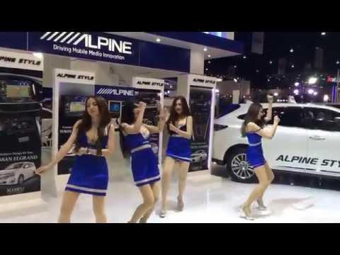 Çok değişik Dans Eden Fuar Kızları