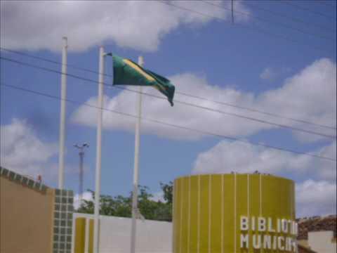 BANDEIRA NACIONAL DE CABEÇA PARA BAIXO NA BIBLIOTECA EM CURAÇÁ