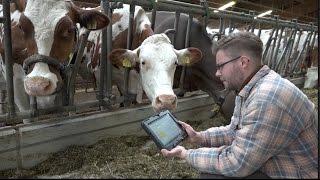 """Tänikon TG – 11.5.17 – Die digitale Vernetzung erobert die Landwirtschaft. Digital überwachte Kühe, selbstfahrende Traktoren oder Futterroboter werden für die Bauern von morgen selbstverständlich sein. In der Eidgenössischen Forschungsanstalt Agroscope in Tänikon TG werden heute schon die Technologien des """"Smart Farmings"""" erforscht. (Beitrag: Detlev Munz, SDA/Keystone)Sie wollen dieses Video in Ihren Produkten verwenden? Melden sie sich bei uns:video[at]keystone.chhttp://www.keystone.ch---------------------Interested in using this video in your products? Contact us:video[at]keystone.chhttp://www.keystone.ch"""