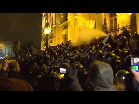 Ungarn: Tausende demonstrieren gegen Ungarns Regier ...
