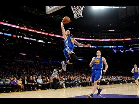 Stephen Curry%27s Triple-Double Lifts the Warriors Over the Lakers