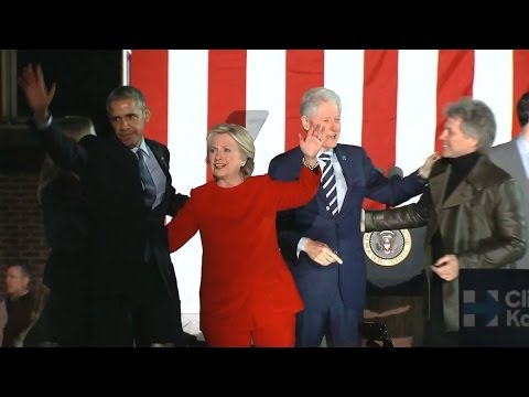 Clintons, Obamas Draw Big Crowd at Election Eve Rally