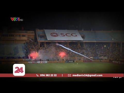 Pháo sáng bắn vào người xem và tình yêu bóng đá @ vcloz.com