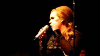 Download Lagu FUNNY Adele: Talking about dance skills! - 9:30 Club Mp3