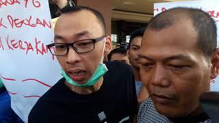 Video Kedatangan Satpol PP Dihadang Karyawan dan Petugas Keamanan Alexis MP3, 3GP, MP4, WEBM, AVI, FLV Januari 2019