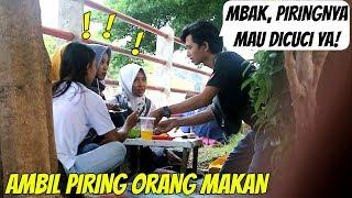 Video MBAK PIRINGNYA MAU DICUCI! (Prank Ambil Piring Orang Sedang Makan) MP3, 3GP, MP4, WEBM, AVI, FLV April 2019