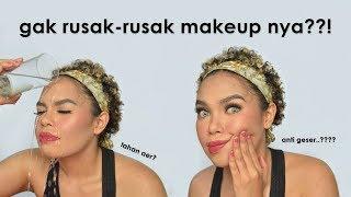 Download Video WEY, INI SERIUS?! Nyobain Makeup Anti Air & Anti Geser MP3 3GP MP4