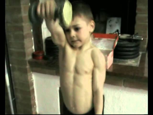 8 phút workout cùng với Giuliano, cậu bé khỏe nhất thế giới