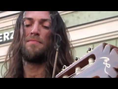 Amazing live acoustic guitar solo by Estas Tonne with guitar Manuel Rodriguez Guitars