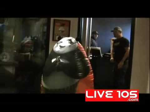 The Woody Show kicks a Panda (видео)