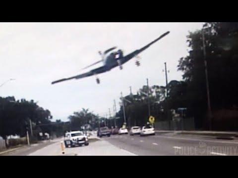 #شاهد.. لحظة سقوط طائرة أمريكية على طريق للسيارات