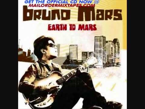 Tekst piosenki Bruno Mars - Watching her move po polsku