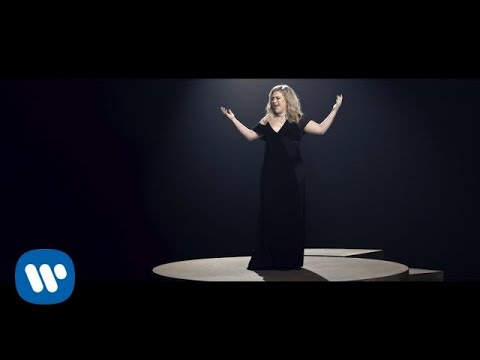 Kelly Clarkson - I Don't Think About You [Official Video] (видео)