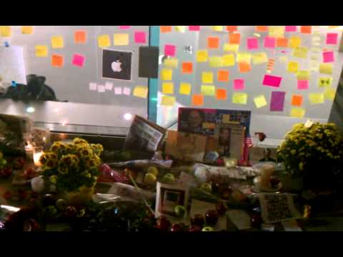 Steve Jobs Dead at 56: Apple Founder Resigns for Health Reasons, Fans Mourn Around World