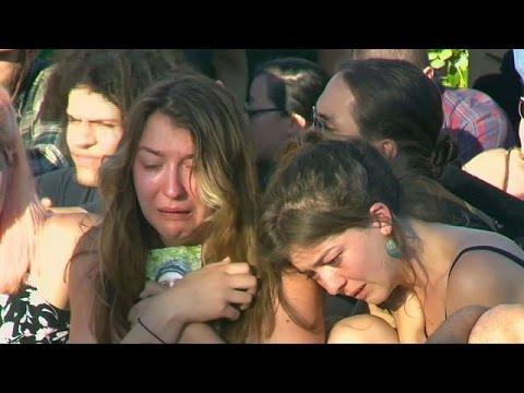 ΗΠΑ: Δάκρυα για τα θύματα της επίθεσης στο μετρό του Πόρτλαντ