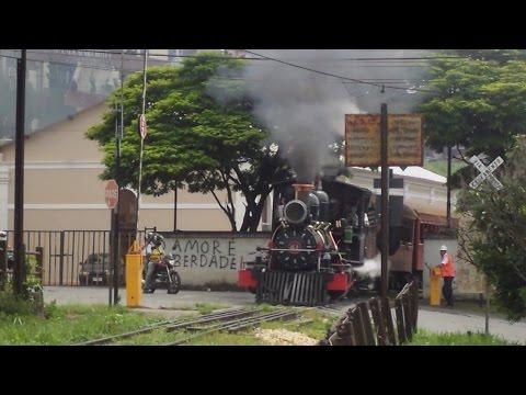 Locomotiva 41 da EFOM saindo do patio de São João del Rei.