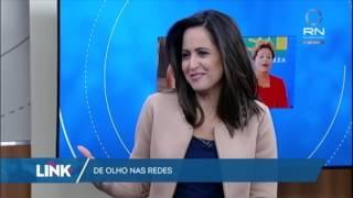 É difícil saber como, mas alguém encontrou a imagem da ex-presidente Dilma Rouseff no joelho da musa fitness Gracyanne Barbosa. Realmente, você não paga internet à toa. E veja também: Chico Buarque estreia conta no Instagram com seu próprio meme!