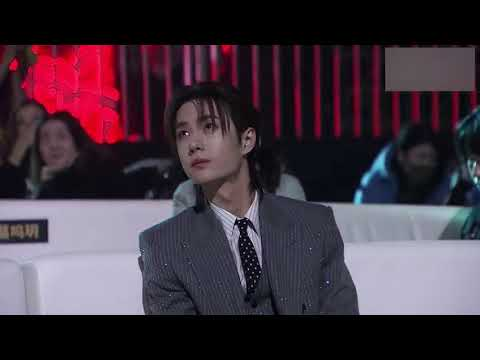Xiao Zhan and Wang Yibo listening Zhang Bichen sings 'Unrestrained 无羁' at the Tencent Video All Star