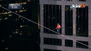 US Daredevil Nik Wallenda Successfully Completes Chicago Tightwalk Rope