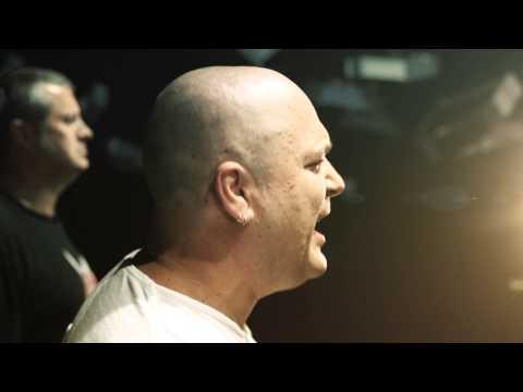 PAKOVANJE - Atheist Rap - Drugo pakovanje Režiija : Endre Ajandi Snimatelj : Orfeas Skutelis Spot snimljen u novosadskom klubu