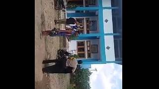 Video Seorang guru di pukuli keluarga murid di depan umum, MP3, 3GP, MP4, WEBM, AVI, FLV Februari 2018